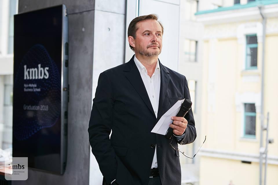 ПРОТИ ТЕЧІЇ: Олександр Саврук із Києво-Могилянської бізнес-школи про те, чому із шахтарів не треба йти у серфери та читати «Анну Кареніну»