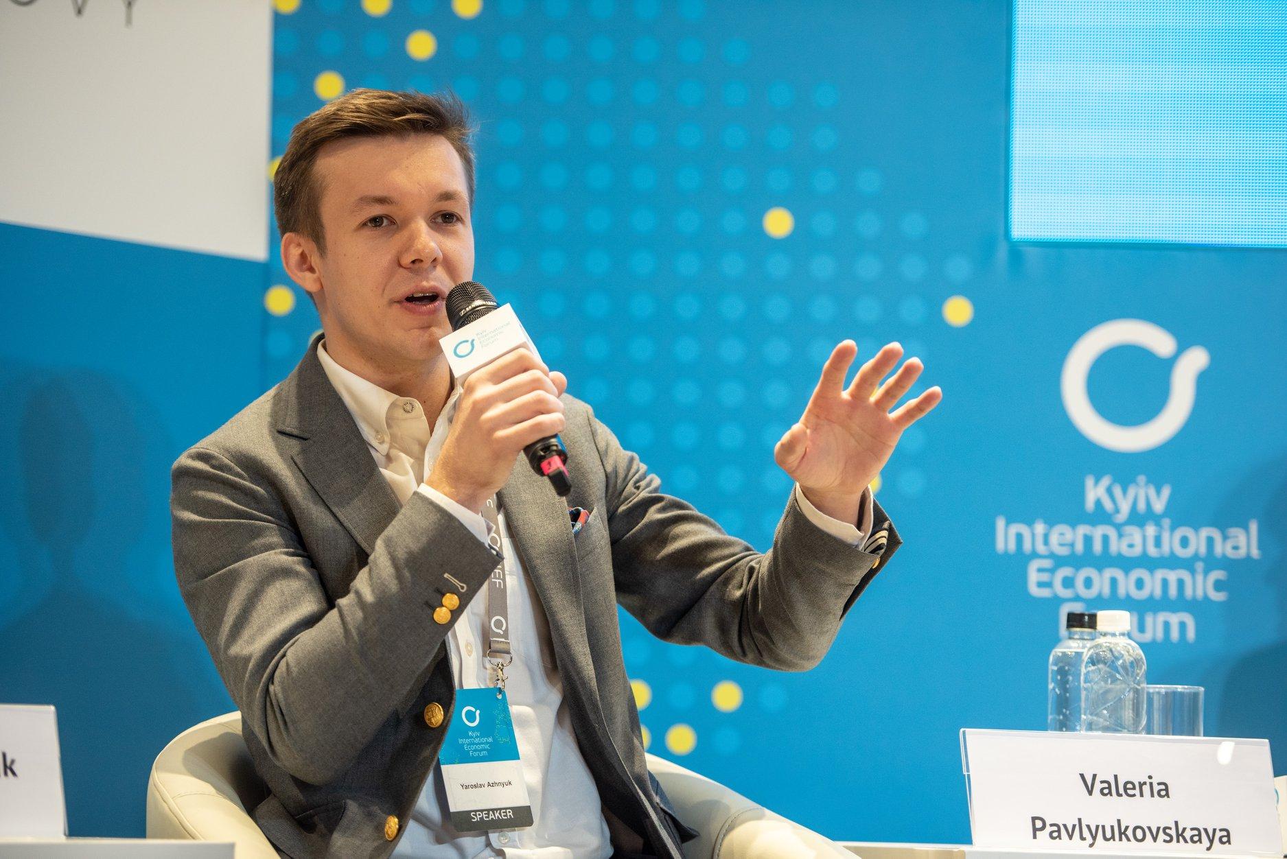 ПРАВО НАЛЕВО: Ярослав Ажнюк, СЕО Petcube, готов позволить партнеру ошибиться, но не будет навязывать свое мнение.