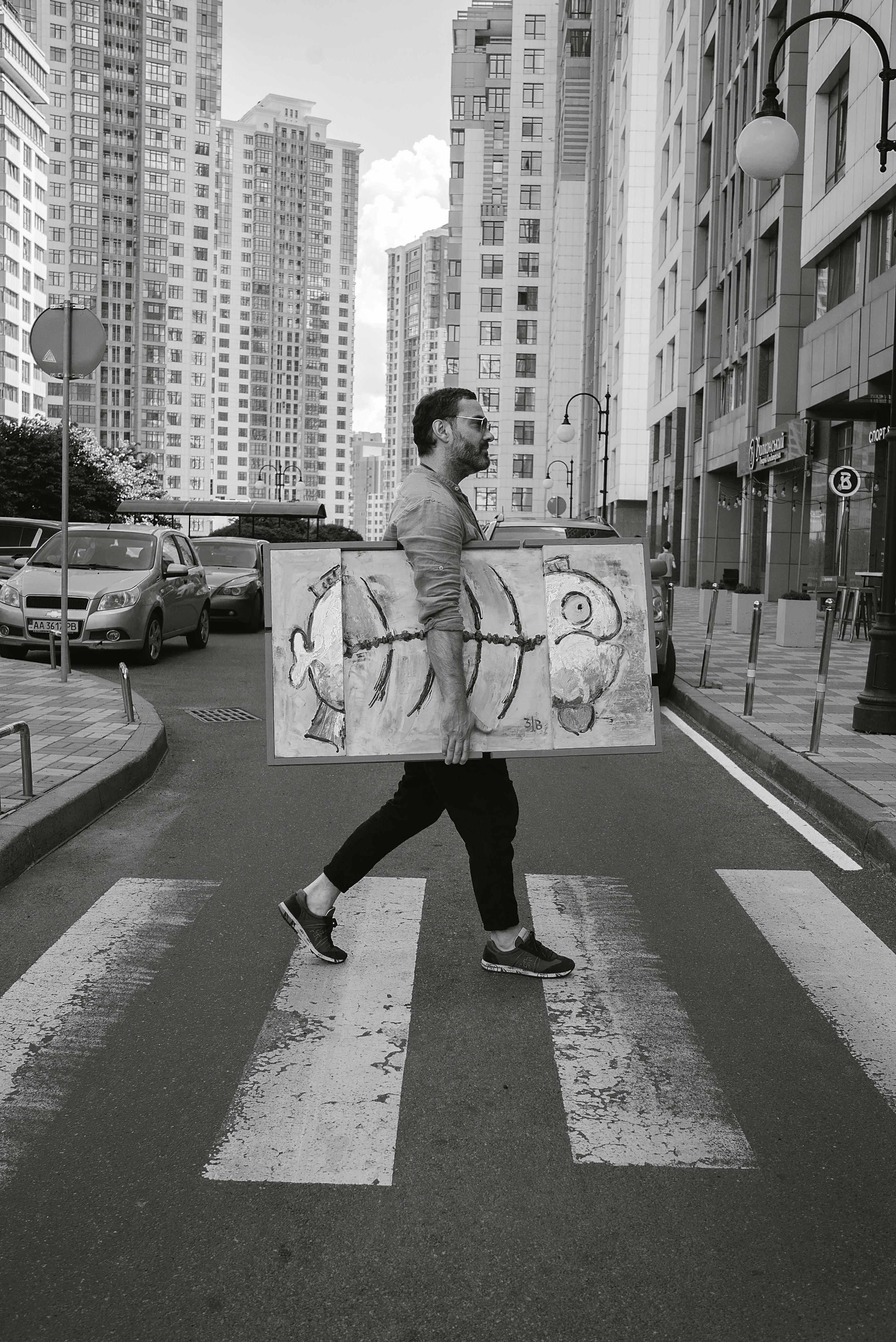 СТРАННИК: художник Виктор Виниченко о своей миссии нести добро в мир и персонажах своих картин