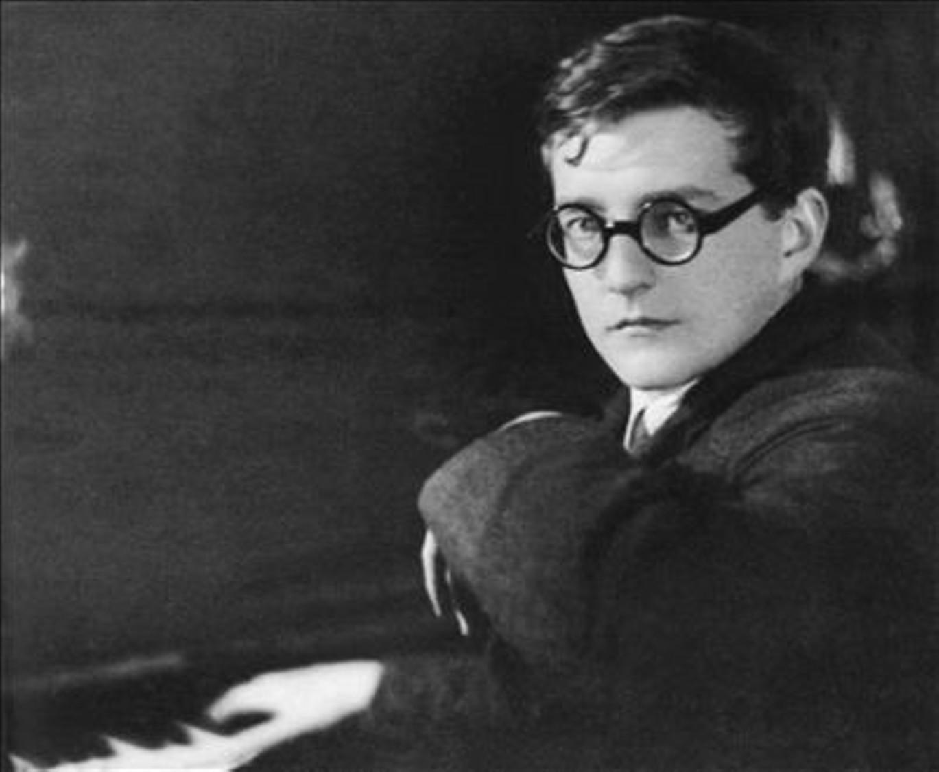 «Смотри навсе решительно сквозь розовые очки...», — музыкальный вундеркинд и обычный городской парень, Митя Шостакович, пишет письмо маме