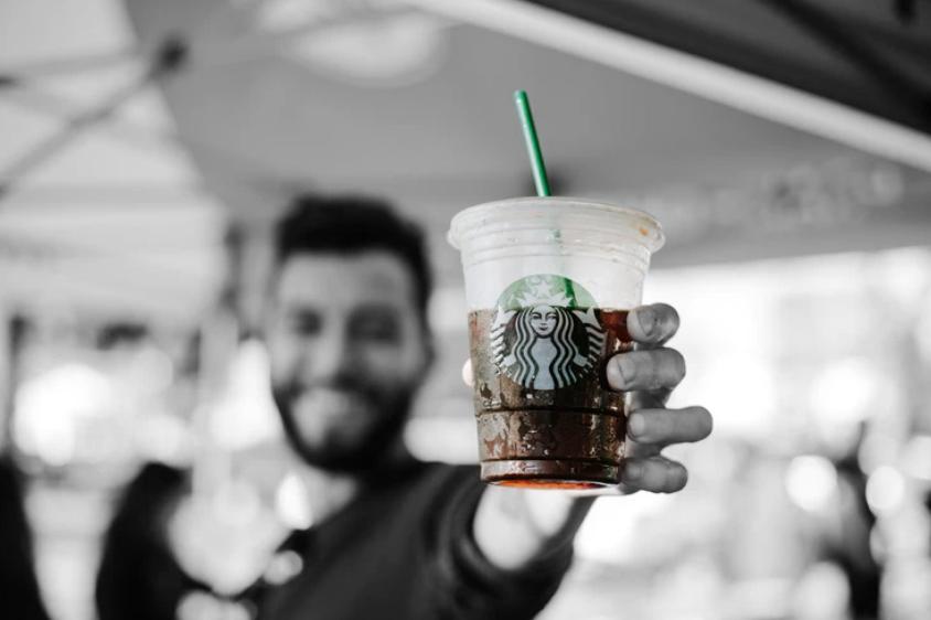 ПРИНЦИПИАЛЬНЫЙ КОФЕ: почему кофейня Starbucks открывается за 10 минут до начала рабочего дня
