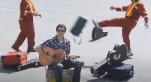 НЕТРИВИАЛЬНОЕ РЕШЕНИЕ: чему можно научиться у музыканта, победившего авиационную компанию