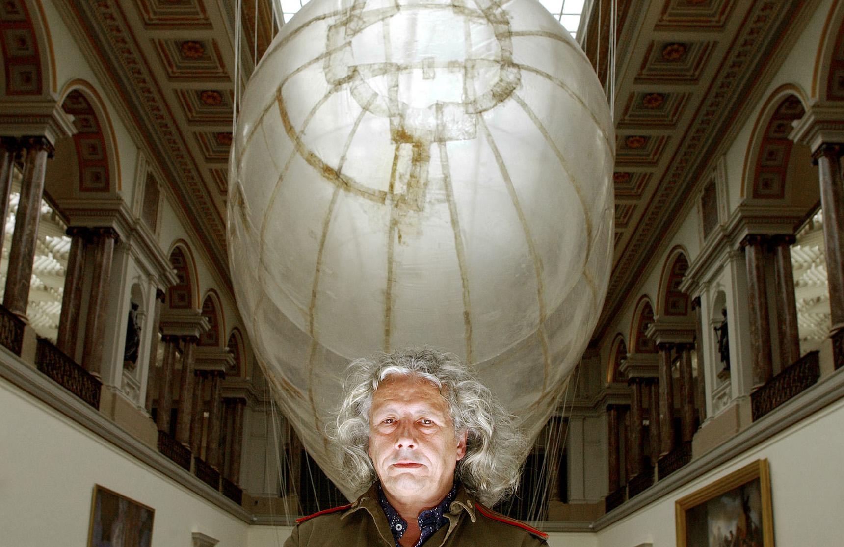 ОТОРВАТЬСЯ ОТ ЗЕМЛИ: Панамаренко — художник-изобретатель из Бельгии