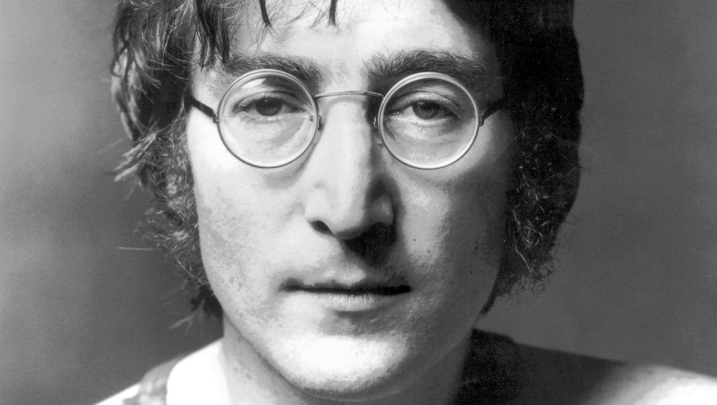 8 декабря - день памяти Джона Леннона: «Когда над тобой шесть футов земли, тебя любят все»