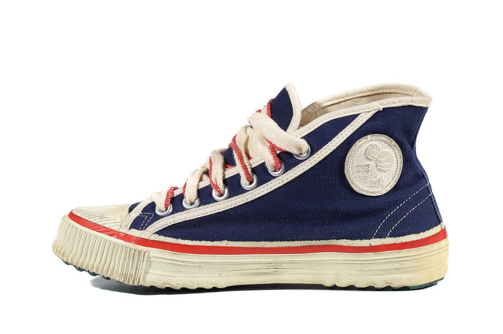 НЕТРИВИАЛЬНОЕ РЕШЕНИЕ: Как дешево рекламировать спортивную обувь?