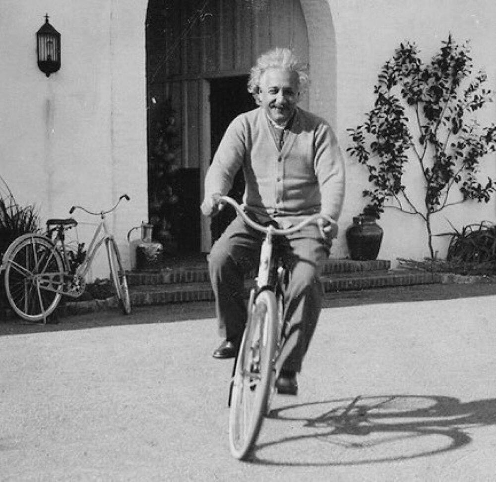 «Гравитация не может отвечать за тех, кого любовь сшибает с ног», - Альберт Эйнштейн