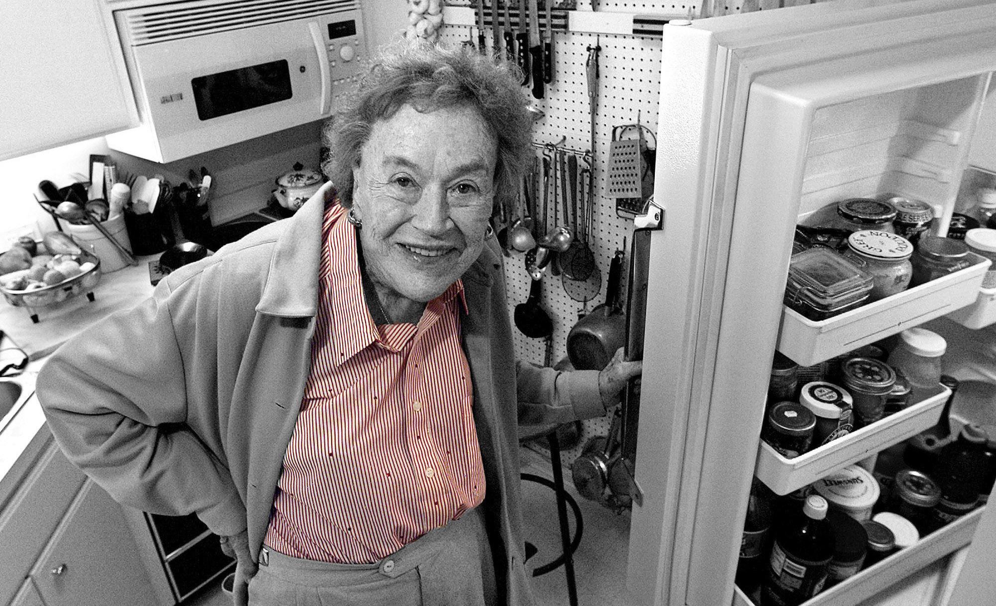 МАДАМ С ПОВАРЕШКОЙ: как Джулия Чайлд открыла американским домохозяйкам высокую французскую кухню